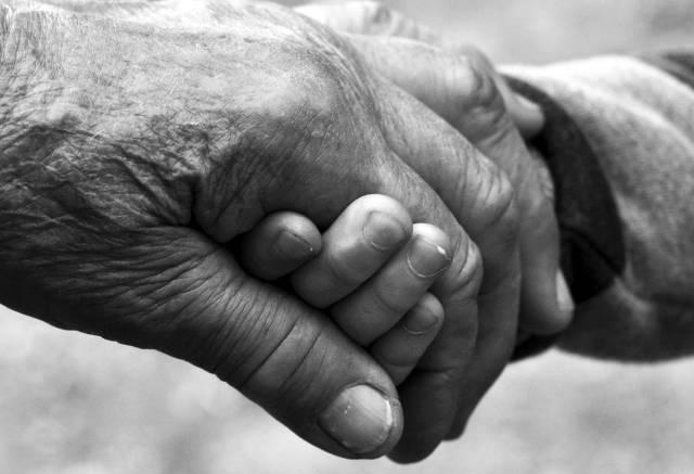 Co czuje senior? -  specjalny kombinezon stworzony przez naukowców z Poznania