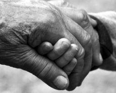 Profesjonalna opieka nad osobami starszymi – na czym polega?